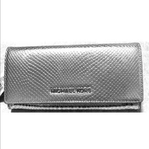 Michael Kors Jet Set Embossed Leather SilverWallet